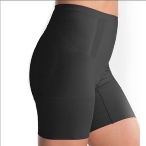 SPANX OnCore Mid Rise Mid Thigh Shaper!